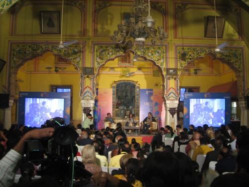 Chetan Bhagat speaking in the Diggi Palace's Durbar Hall