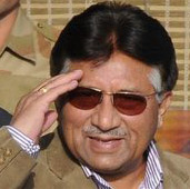 Musharraf salutes as he arrives in Delhi from Pakistan