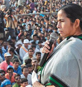Mamata Banerjee addresses a Nandigram meeting - pic Frontline magazine