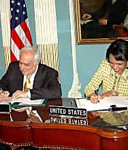 Sibal signing a science agreement with Condoleezza Rice