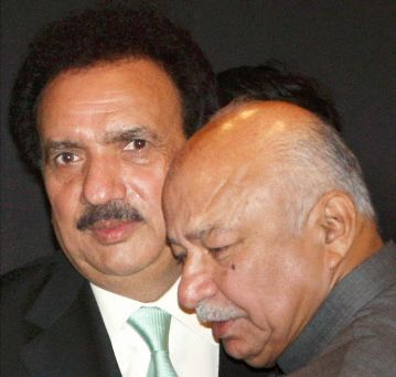 Pakistan's interior minister Rehman Malik (left), and India's home minister Sushilkumar Shinde