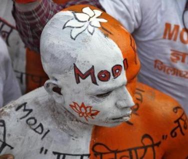 Modi supporter Lucknow - Reuters-PawanKumar March 2 '14-001