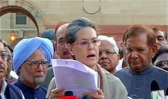 Sonia Gandhi (with Manmohan Singh) on the land bill protes march