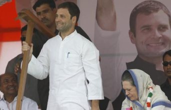 Rahul Gandhi and Sonia at the farmers' rally