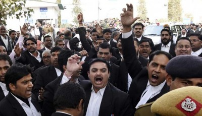 JNU-Students-Journos-attacked-in-Pattiala-Court-min-400x230